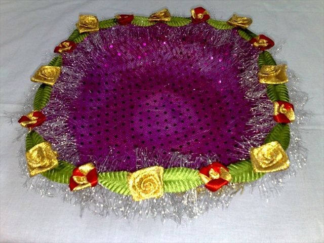 Can gift anything from dry fruits to chocolates to small trinkets in this beautiful basket.