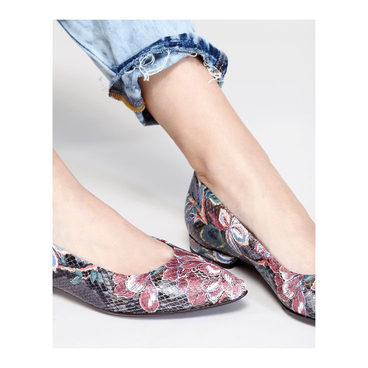 The ultimate ballet flat comes in a special floral print designed by the Giusti Sisters. E-boutique Limited Edition. #aglshoes #fw17 #shoes #ballet #flower #pattern