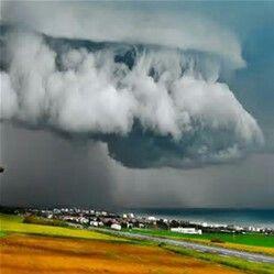 Storm approaches Perth,Australia