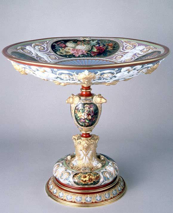 """Manufacture de Sèvres   Coupe """"Benvenuto Cellini""""  1844  Sèvres Porcelaine dure, bronze doré, cuivre H. : 33,20 cm. ; D. : 37,20 cm."""