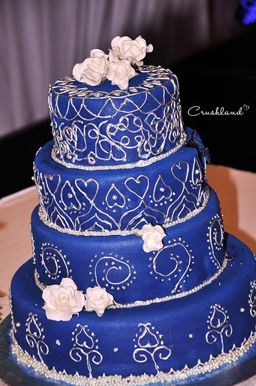 blue white and silver wedding cakes the royal blue amp silver wedding cake blue and the o 12025