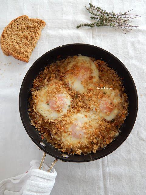 Αυγά Μάτια στο Φούρνο με Κρεμμύδια και Παρμεζάνα
