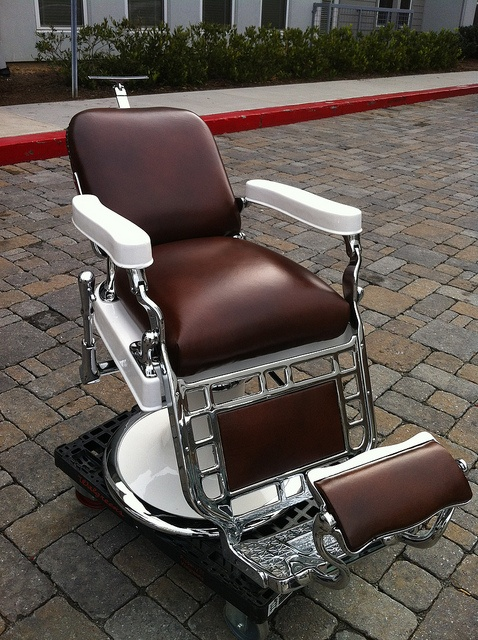 Antique Barber Chair Watching fine art and antiques auctions ending online. CLICK ON PHOTO TO PREVIEW :-)