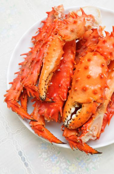 """HOW TO COOK KING CRAB LEGS:  King crab legs are normally served as appetizers or finger food. Alaskan king crab legs are popularly known as """"fancy foods"""" in high-class restaurants. Cooking them is also possible at home. Here's how.  #alaskankingcrab"""