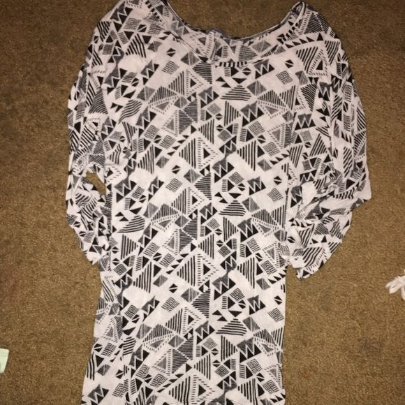 3/4 sleeve tribal shirt White and black tribal shirt. Perfect with leggings. It is longer than normal shirts! Charlotte Russe Tops Tees - Long Sleeve