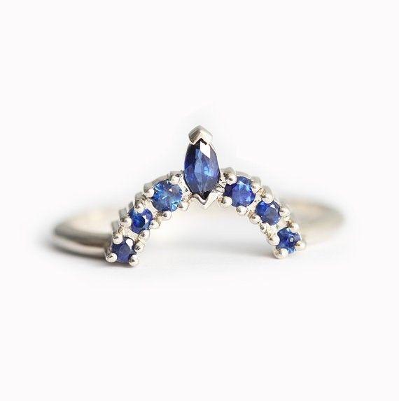 ブルーサファイアで作製したクラウン・リング。ウェディングバンドリングとしてぴったりです。商品の特徴:☼ 18kイエロー/ホワイト/ローズソリッドゴールド☼ ブルーサファイア 形: マルキーズ(1)、ラウンド(6)☼ バンドの幅 1.60mmルビー、エメラルド、ダイヤモンドでも作製できます。希望の方は、購入前にご連絡ください。【注意点】※お値段は、ブルークラウン・リングのみです。※他のストーンで作製する場合、お値段が変更されます!・ルビー → 117600円・エメラルド → 134400円・ダイヤモンド →…