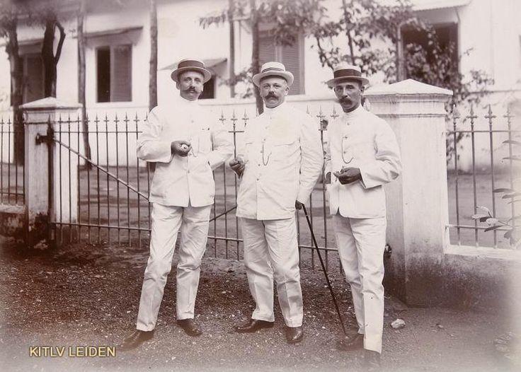 1911 Dutch gentlemen in Surabaya