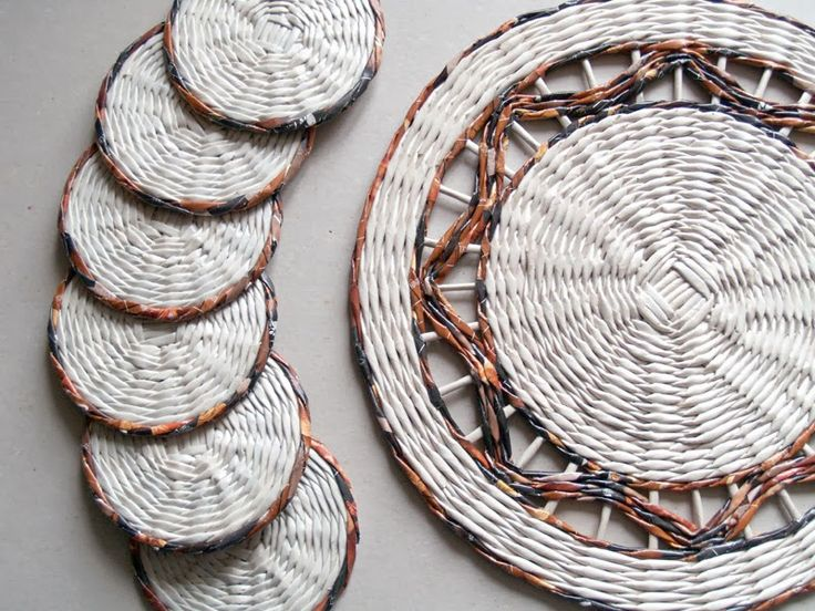Recycled paper coasters hand weaved by BluReco http://blureco.blogspot.co.uk/2014/02/komplet-z-tygrysem.html