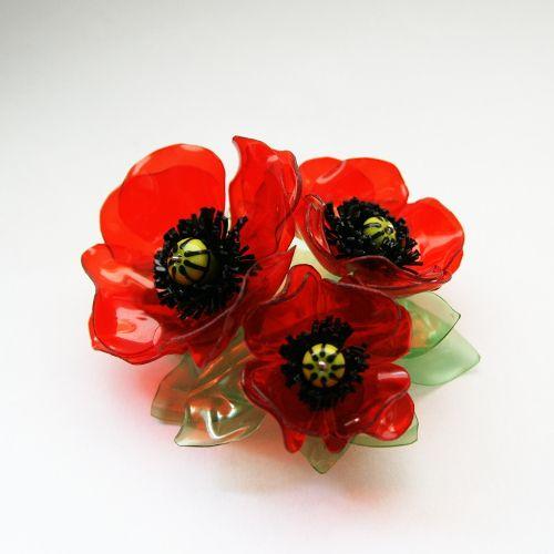 Květina z recyklovaných PET lahví