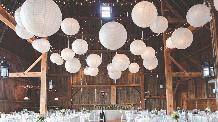 Drömmer ni om att ha bröllopsfesten på landet, i en romantisk och avslappnad miljö? Då är en lada något för er!
