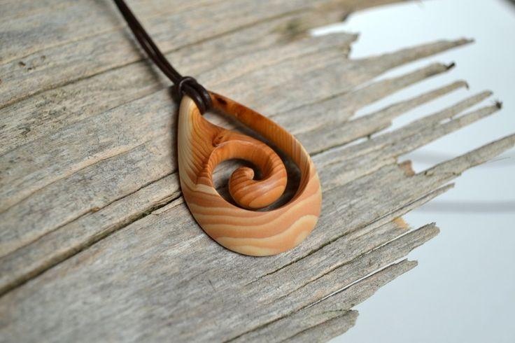 Anhänger - Geschnitzter Spiral Anhänger aus Eibenholz - ein Designerstück von Johannes-Prinz bei DaWanda