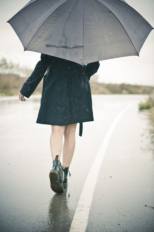 I just love pictures in the rain with umbrellas!  I'm singing in the rain....