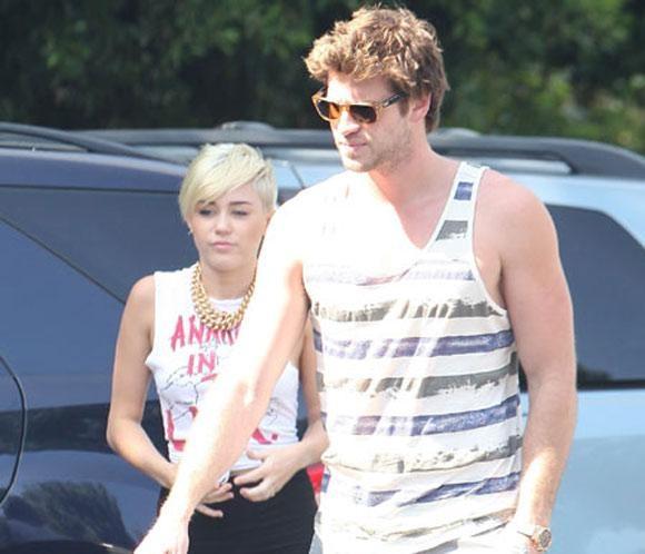 El padre de Miley Cyrus habla sobre la futura boda de su hija con Liam Hemswoth #cantantes #actores