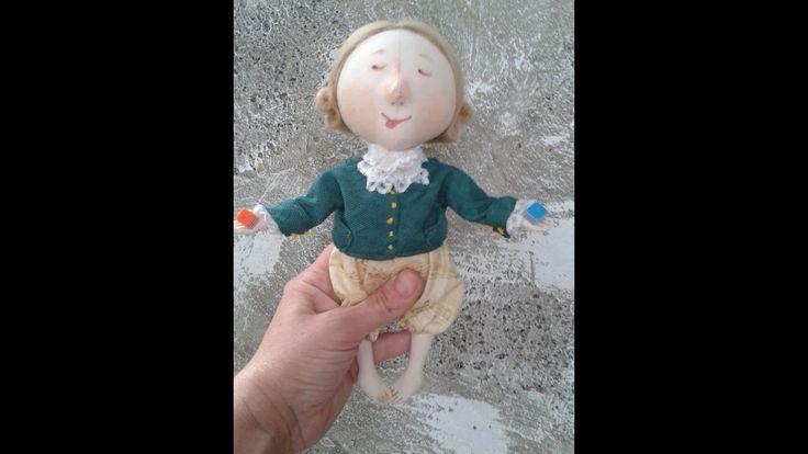 Данный видео материал содержит следующие этапы работы над куклой: покраска- создание образа присущее ангелам с картин Гапчинской; пошив одежды; создание прич...