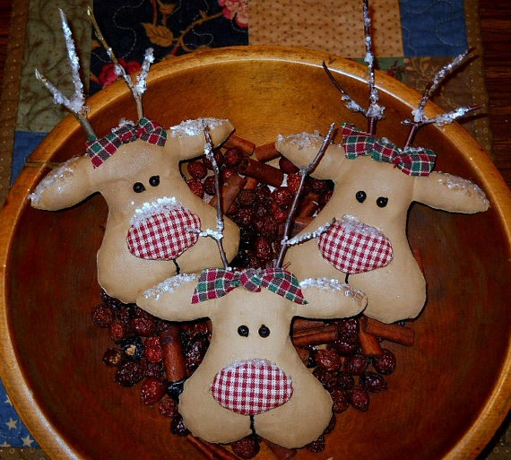Primitive Reindeer Christmas Bowl Fillers. these are so cute , I make some with red felt noses
