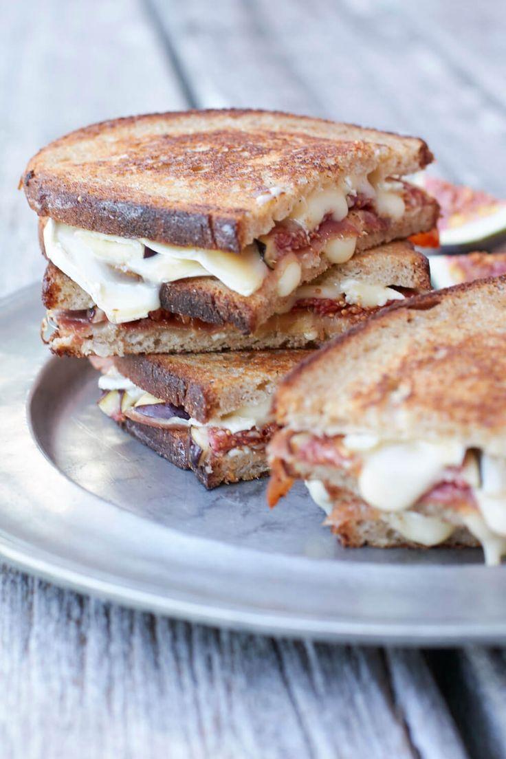 es gibt Schnittchen Schneewittchen – Sandwich mit Brie, Parmaschinken und Feigen …   – FOOD // Schnittchen Schneewittchen