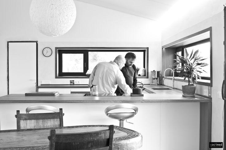 Recién terminada esta #cocina, el #equipo de Cocimed comprueba todos los detalles y #funcionamiento de los #electrodomésticos instalados. #cocinas #estilo #calidad #diseño #reformas  #muebles de cocina #cocinas modernas #cocinas en alicante #reforma de interiores #reforma