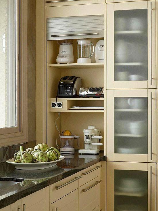 Michelle - Blog #Corner #Ideas - Come #sfruttare un #angolo!  Fonte : http://www.bhg.com/kitchen/storage/organization/ways-to-store-more-in-your-kitchen/#page=19