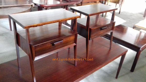 Mesa de cabeceira em pau-santo restaurada