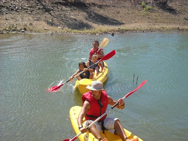 Un paseo en canoa, remando codo a codo y disfrutando del río.