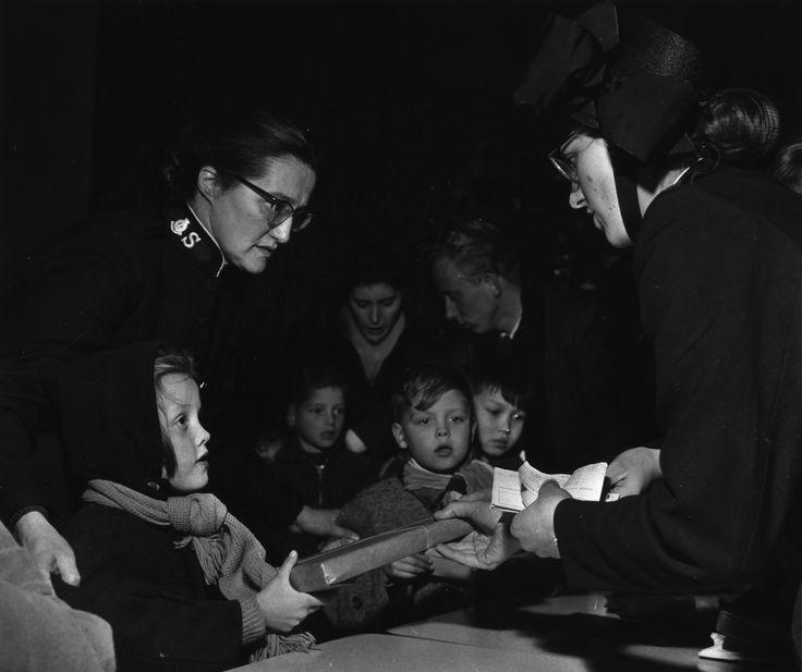 1948 - Start van het goodwillwerk In de Amsterdamse binnenstad begint kapitein Alida Bosshardt met het goodwillwerk naar Engels voorbeeld. Het moet een 'supermarkt van dienstverlening' worden. De verkondiging van het Evangelie en maatschappelijke dienstverlening gaan hand in hand.