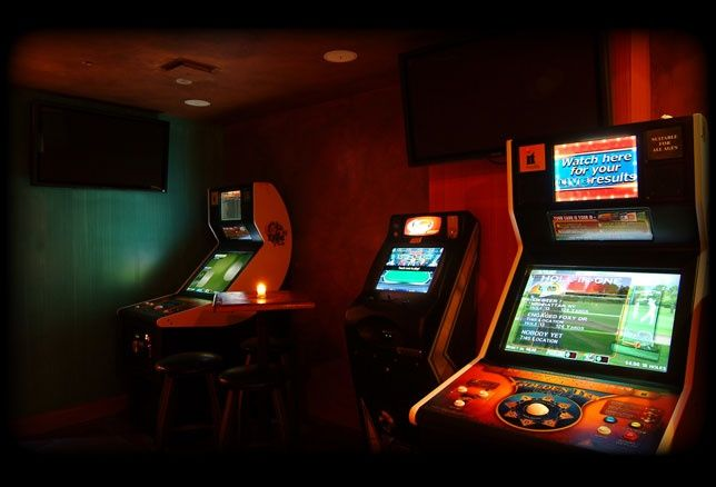 Games #whiskeytrader #bar #lounge #newyork #nycbar #fun #games #drinks #cocktails #wine #beer #friends #happyhour