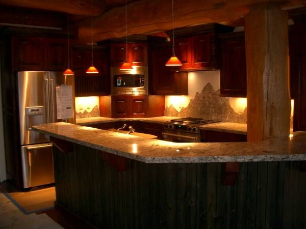 Rope Lighting in Kitchen: Beautiful Kitchens, Dreams Kitchens, House Lights, Trav'Lin Lights, Cabin Kitchens, Kitchens Lights, Difference Style, Kitchens Cabinets, Kitchen Cabinets