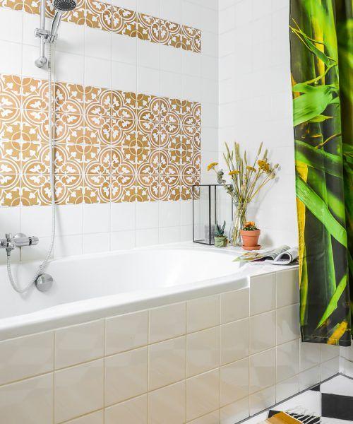 Badkamer mediterraanse tegels stickermaster ©Binti Home