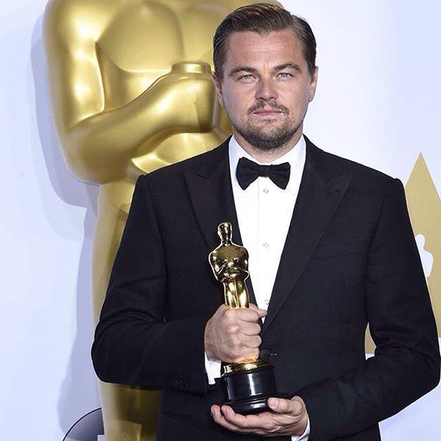 Sonunda! 88. Oscar Ödülleri'nde 'The Revenant' filmindeki performansıyla En İyi Erkek Oyuncu ödülünü kazanan Leonardo DiCaprio'yu kutluyoruz.  Finally! Leonardo DiCaprio wins Best Actor at the 88th Oscars for 'The Revenant', congratulations!  #shopigo #oscars2016 #leonardodicaprio #bestactor #academyawards #therevenant #oscars #oscarwinner #oscar #oscarawards #88thoscars #88thoscarawards