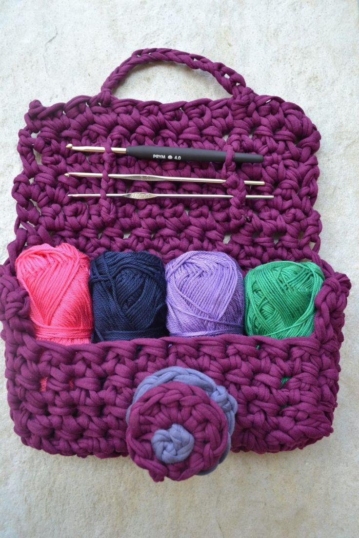Cute #crochet hook and yarn purse