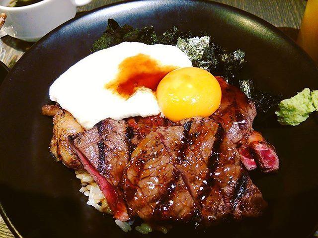 お久しぶりです♪ランチはステーキどーん!ここ数日肉ばっかり食べてます(^w^) #新宿 #西武新宿駅 #エスタジ #estage #ランチ #ステーキ #ステーキ丼 #山芋がけ #とろろ芋 #お得ランチ #女子会 #肉 #たまには #たんぱく質摂取 #ドリンクおかわり自由 #イケメンレストラン