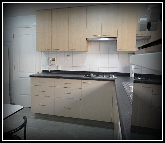 Muebles a reos enchapados con textura muebles base for Mueble para encastrar horno y encimera