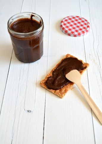 gezonde Nutella hazelnootpasta  150 gr hazelnoten 25 gr cacao 25 gr honing 100 gr pure chocola 50 ml zonnebloem olie