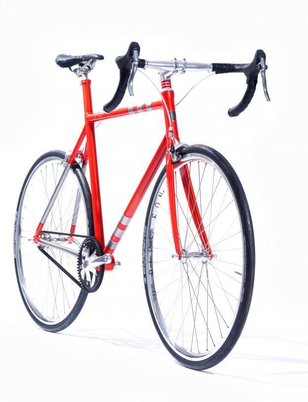 オーストラリアの「Flying Machine」では3Dプリンターを使ってフルオーダーの自転車を製作してくれます。