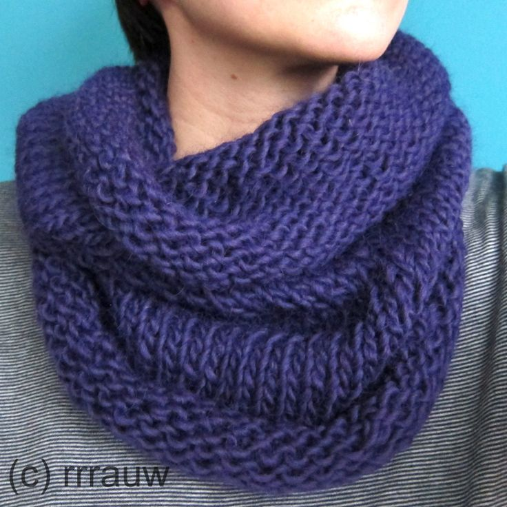 Simple knitted cowl, with a description on how to make this yourself!
