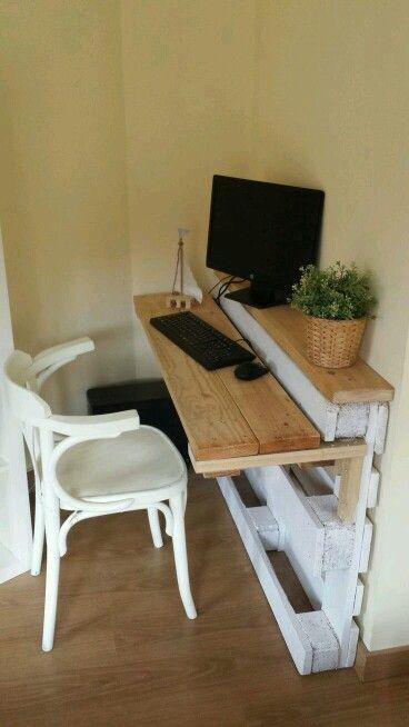 mini desk from pallets