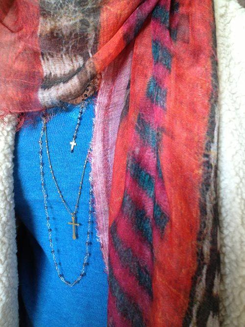 Alessia, outfit con Shibori Kefia 2.0