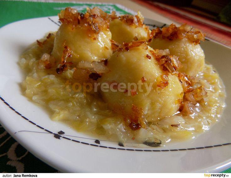 Knedlíky  -----------   Brambory uvaříme ve slupce, po vychladnutí oloupeme a nastrouháme na struhadle na jemno.  Přidáme vejce, sůl,...