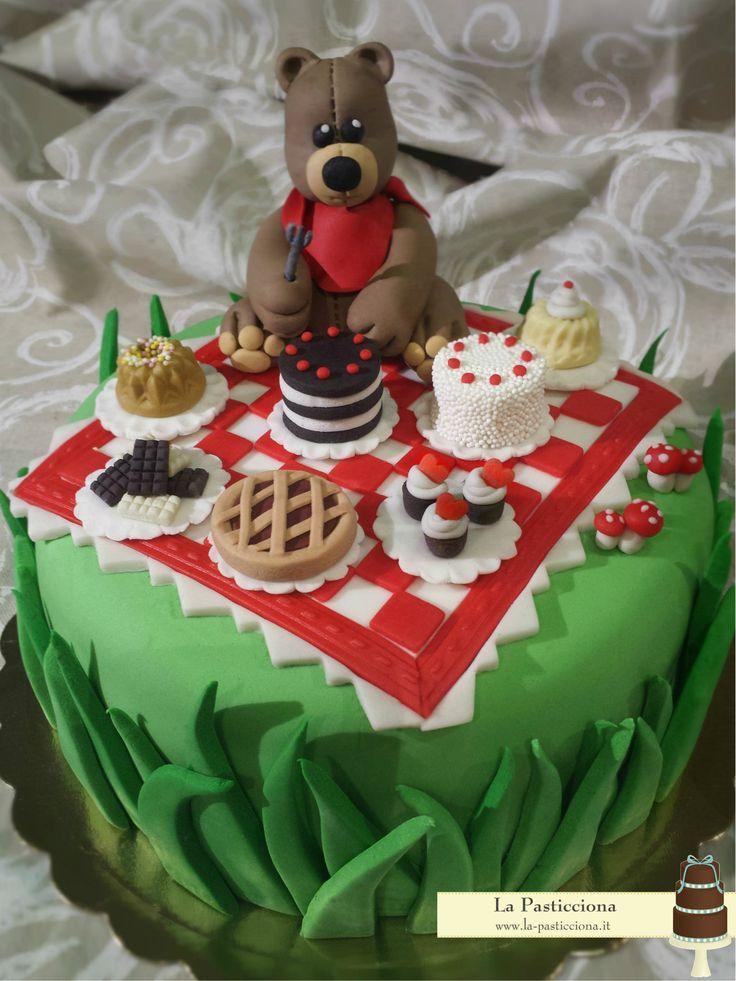torta con un orso goloso ed il suo pic nic www.la-pasticciona.it