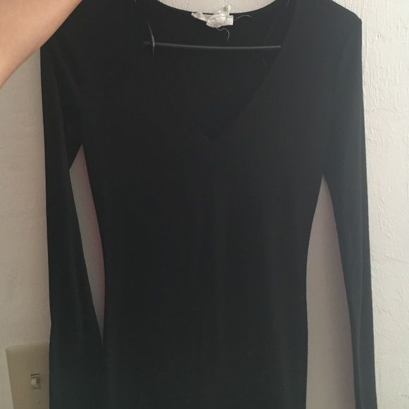 Long sleeve V neck black dress Only wore once. Stretchy material not see thorough at all. Very comfortable. Long sleeve v-neck black dress Forever 21 Dresses Mini