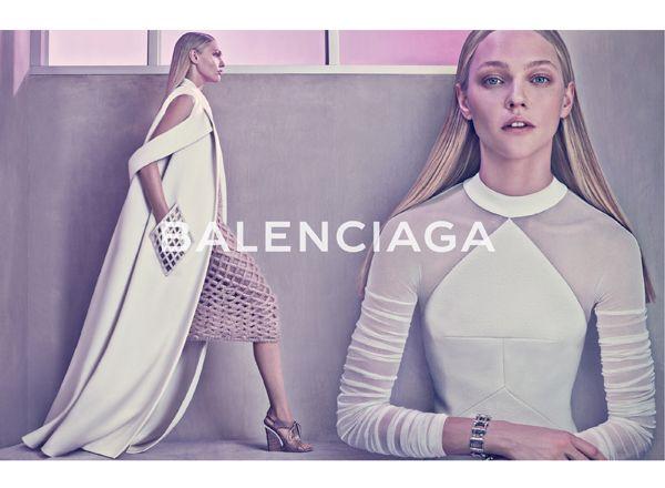 バレンシアガ(BALENCIAGA)の2015年春夏広告キャンペーンに、サーシャ・ピヴォヴァロヴァが登場。 ( page 4 ) | VOGUE