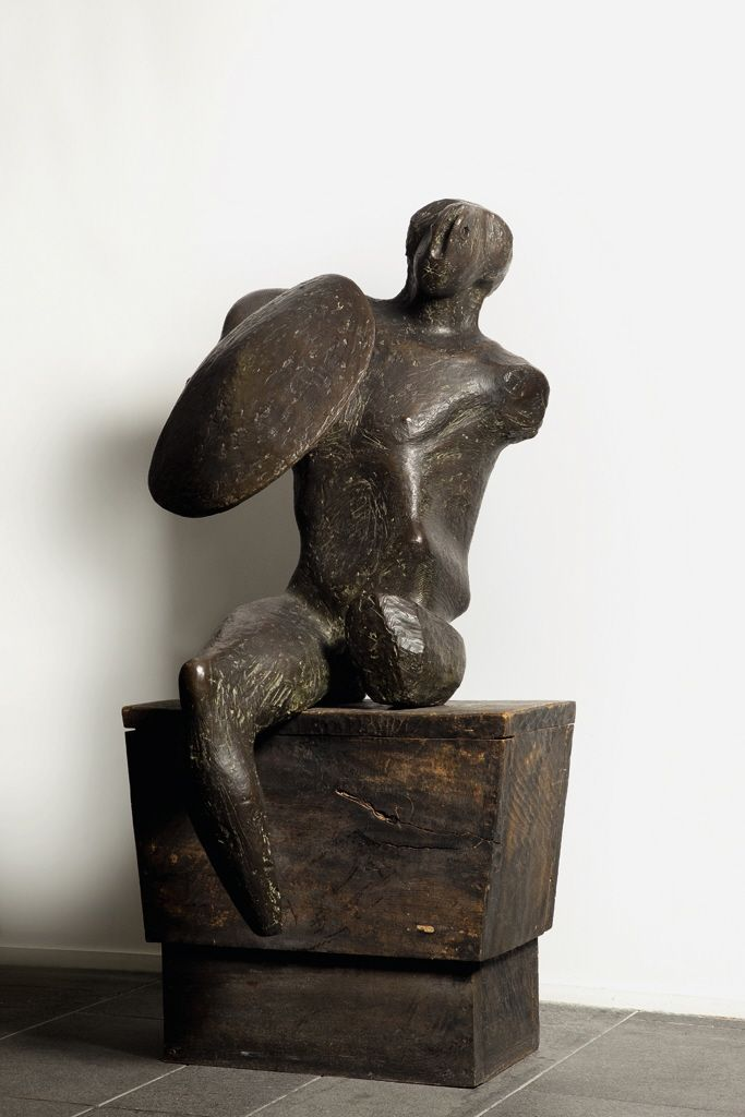 amare-habeo:    Henry Moore (British, 1898 - 1986) Warrior with Shield, 1953-54 bronze and wood,158 x 75 x 82 cm