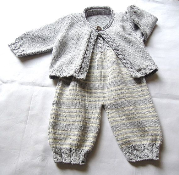 Roupa do bebê com corpete telegrafou detalhada e por OgeDesigns