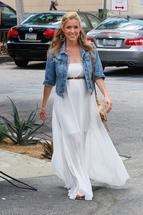 10 Pregnant Celebrities Maternity Style Trends