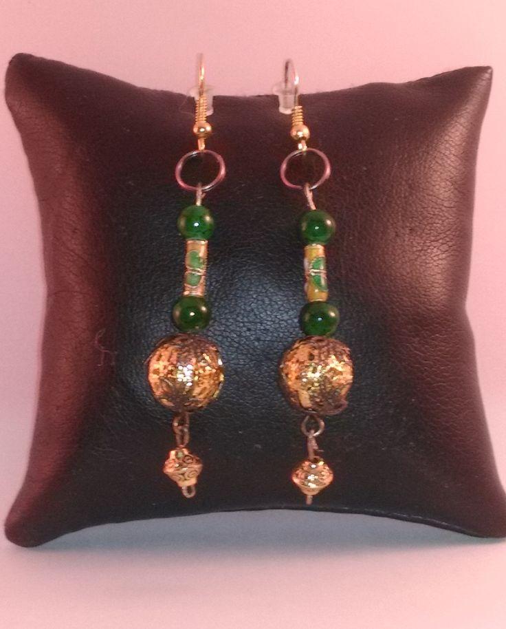 """boucles d'oreille """"bohème"""" en perle doré, perle cloisonnée et verre support crochet embout caoutchouc : Boucles d'oreille par chely-s-creation"""