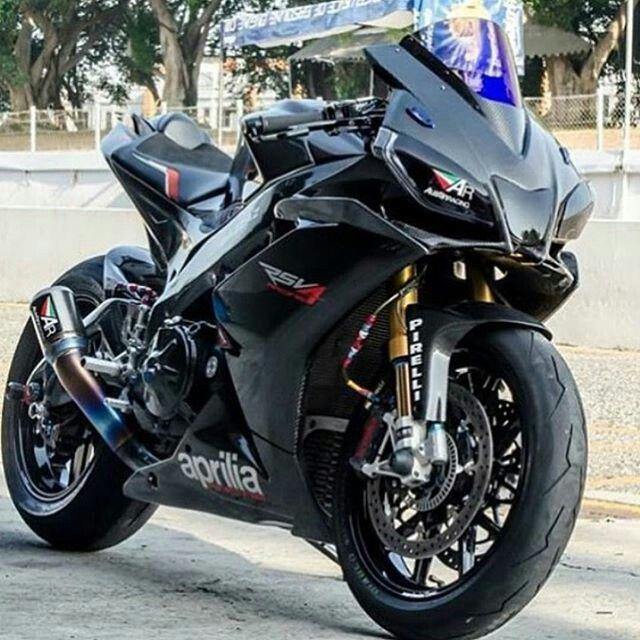 Aprilia RSV4 Black