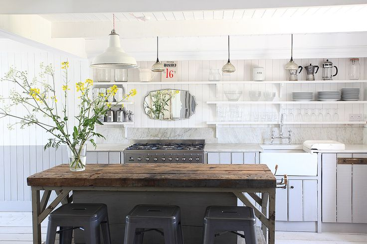 Pretty beach house, minutes from Camber Sands beach Lovely kitchen/dining area Adjoining living room with wood burning ...