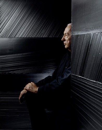 """Pierre Soulages """" J'aime l'autorité du noir. C'est une couleur qui ne transige pas. Une couleur violente mais qui incite pourtant à l'intériorisation. A la fois couleur et non-couleur. Quand la lumière s'y reflète, il la transforme, la transmute. Il ouvre un champ mental qui lui est propre."""""""