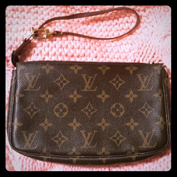 Authentic Vintage Louis Vuitton small handbag Time to pass on this cute beauty :)  it's in really good condition. The zipper works but the zipper handle is broken. It's still very easy to open & close. About 9 inches by 5 inches Louis Vuitton Bags