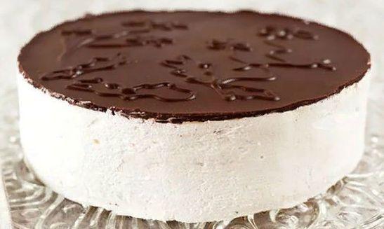 Это один из легендарных рецептов торта «Птичье молоко» завлек меня на странице ютуба. Хочу вам сказать —это волшебство! Даже облако тяжелее этого торта! Просто чудо!